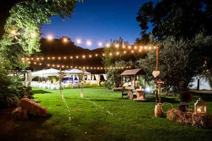 filo di luci per matrimonio all'aperto