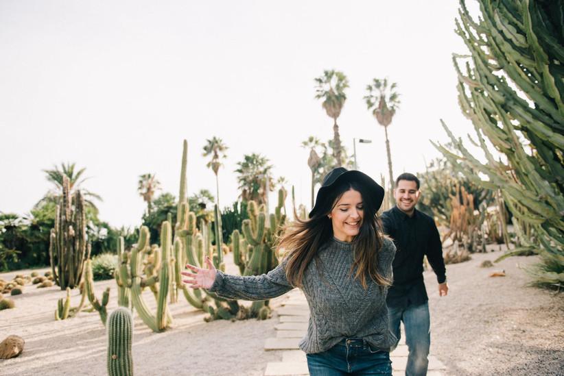 fidanzati in un giardino di cactus