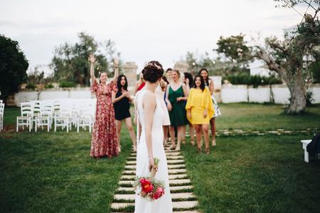 Quando lanciare il bouquet da sposa? Scegli il tuo momento perfetto!
