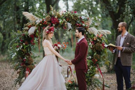 Decorate la vostra cerimonia con un arco di fiori e piante!