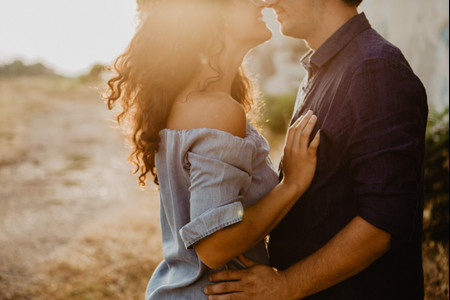 Cosa accade realmente agli sposi durante la prima notte di nozze?