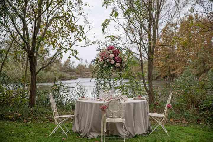 allestimento tavolo matrimonio sul lago