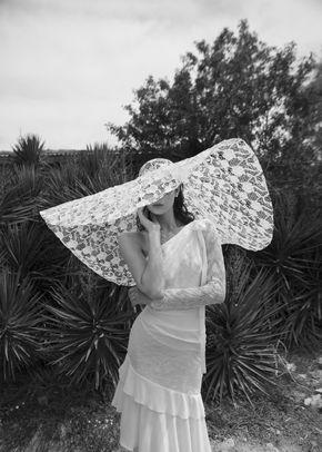SOPHIA / MANDY, Alon Livné White