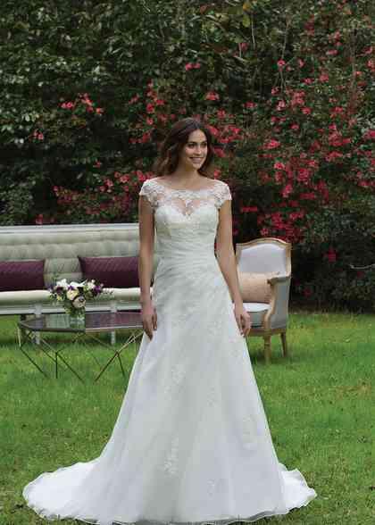 3957, Sincerity Bridal