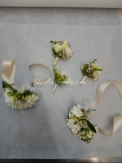 Bottoniere e bracciali floreal