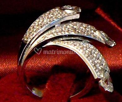 Annello in oro bianco e diamanti
