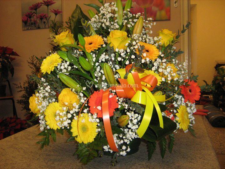 Composizione di gerbere e lili