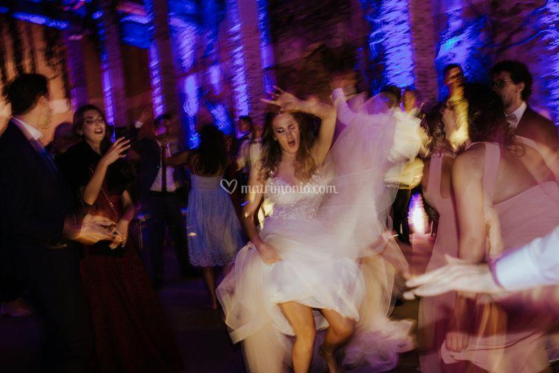 La sposa balla