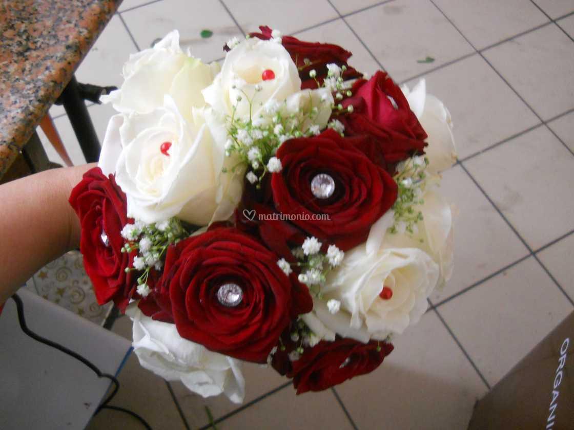 Bouquet Sposa Rosso.Bouquet Rosso E Bianco Di Mary Flower S Foto 141
