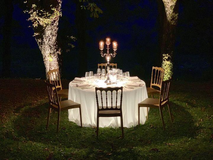 Tavolo e candelabro luminoso