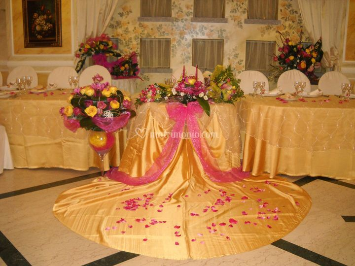 Tavolo d'onore con fiori