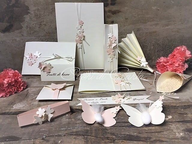 Farfalle e fiorellini in carta