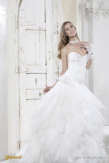 5e19decaf7ba Rivenditore Magnani sposa di Momenti Chic di Trovò Diana