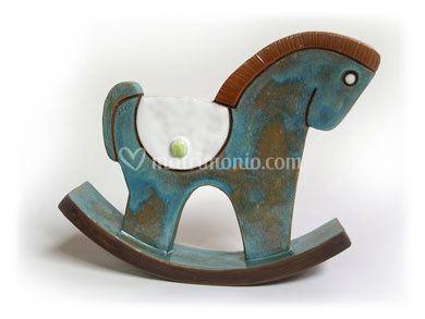 Cavallo a dondolo in ceramica