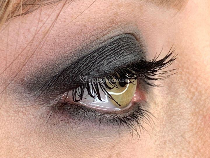 Smokey eyes elegante e glamour