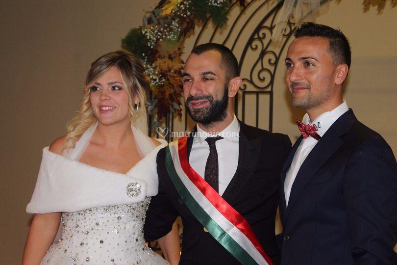 Foto di rito con gli sposi