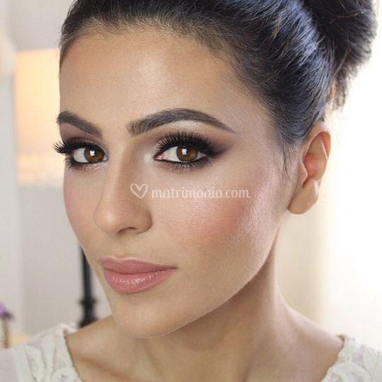 Make up castana