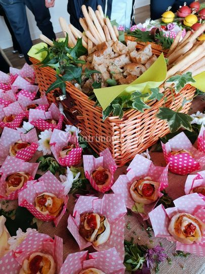 Flower buffet. Petalosi.