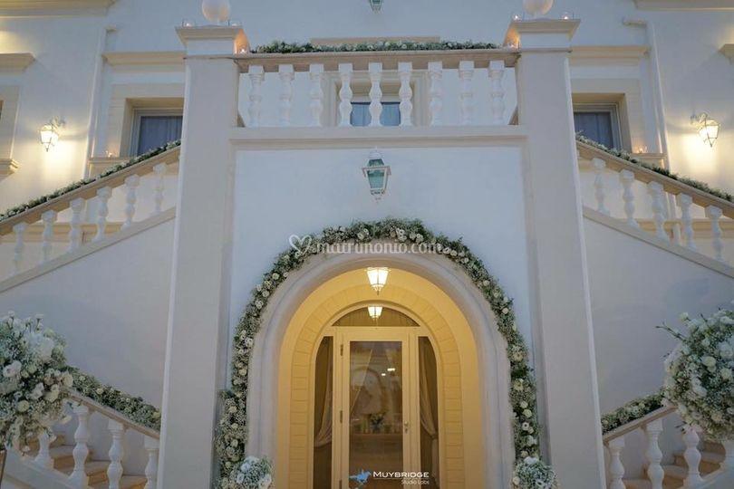 Sala facciata addobbata