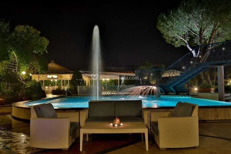 Il gazebo dalla piscina