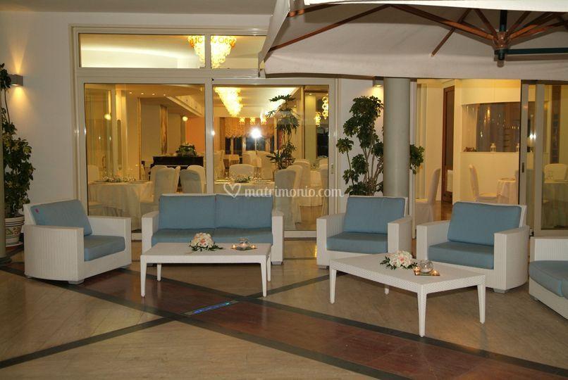 Salotti esterni di ristorante giardino delle rose foto 38 for Salotti esterni