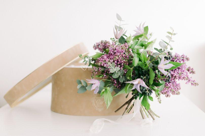 Cappelliera consegna bouquet