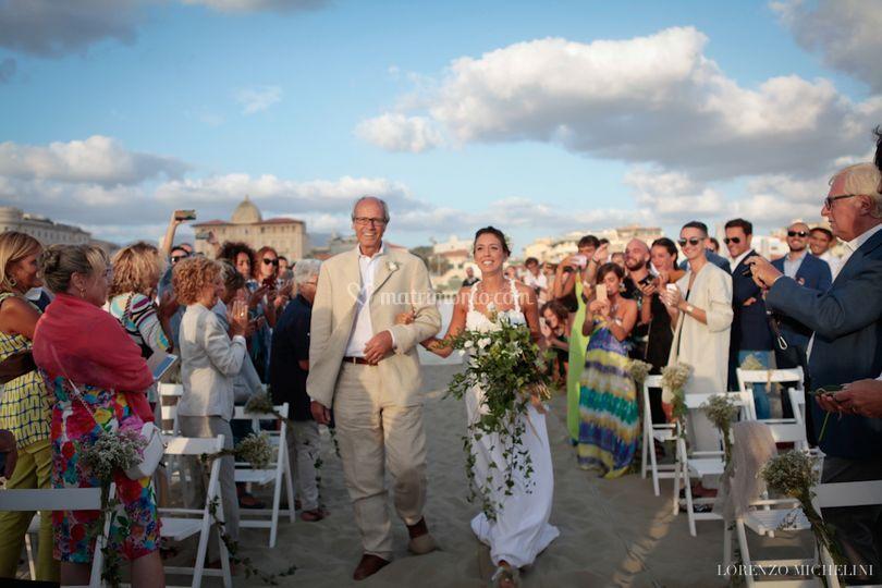 Matrimonio Spiaggia Toscana : Matrimonio spiaggia beach di scatti d amore foto