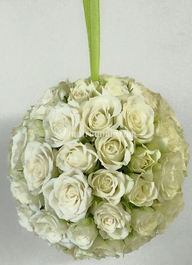 Palla rose bianche sposa