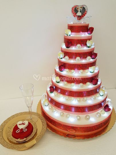 Torta Luminosa sposi in rosso