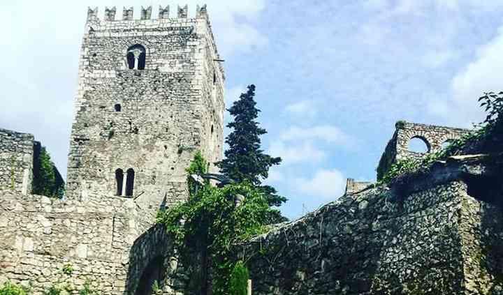 Cortile Castello Teofilatto
