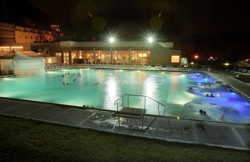 Grotta giusti resort golf spa - La grotta zelarino piscina ...