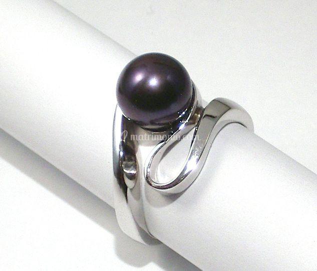 Anello oro bianco e perla nera
