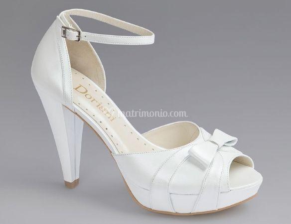 scarpe con tacchi medi e senza plateau . Eleganza e confort non sono