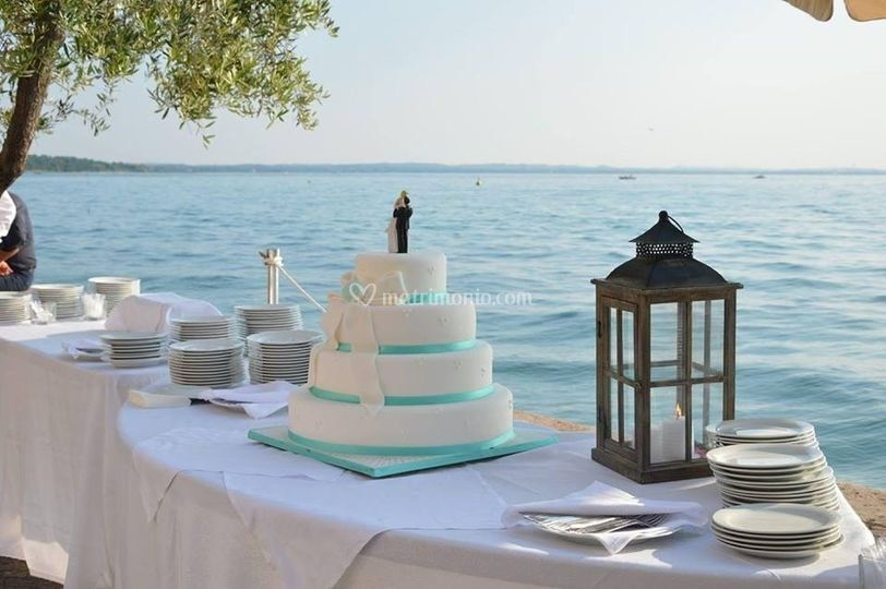 Cake in riva al lago