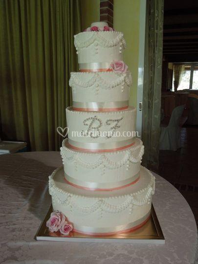 Torta decorata in panna montat