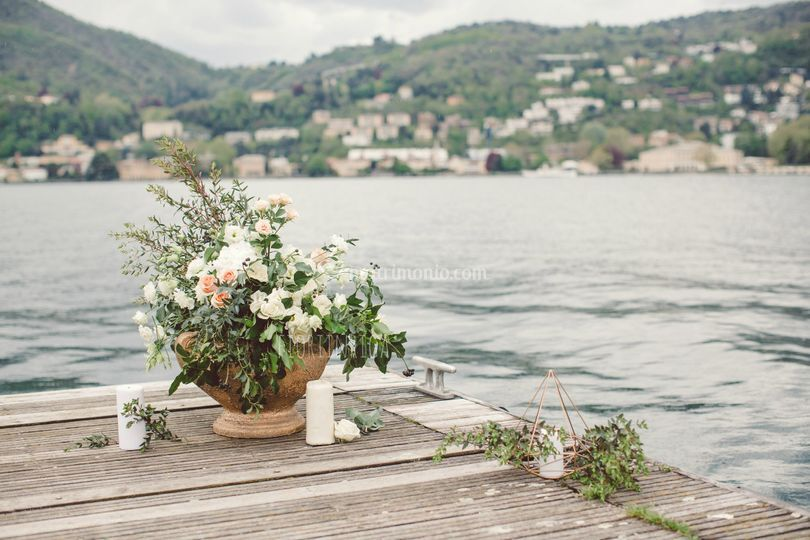 Allestimento cerimonia a lago