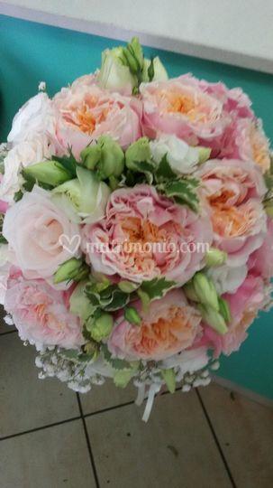 Peonie rosate in bouquet