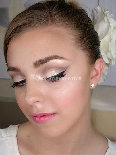 Makeup elegante con eyeliner