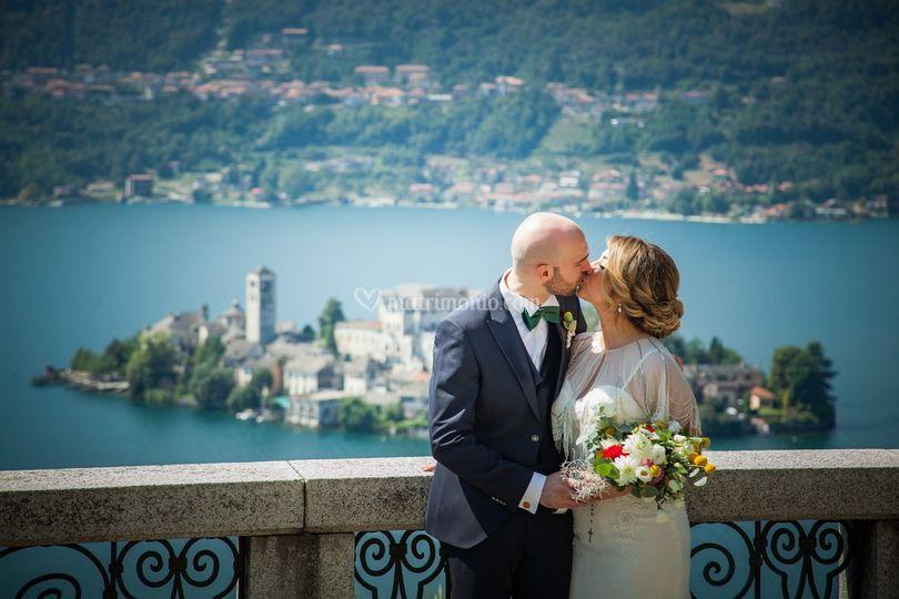 Bacio con vista lago