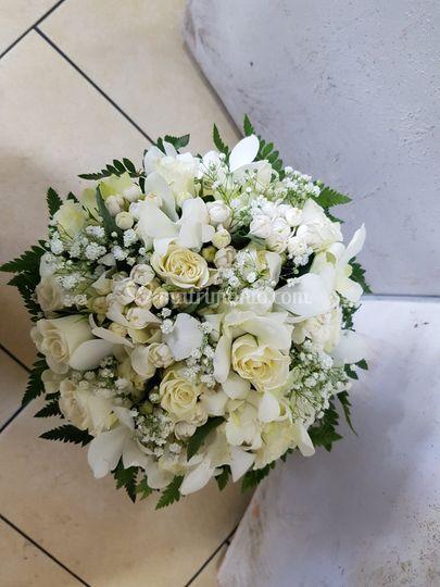 Bouquet mignon bianchi