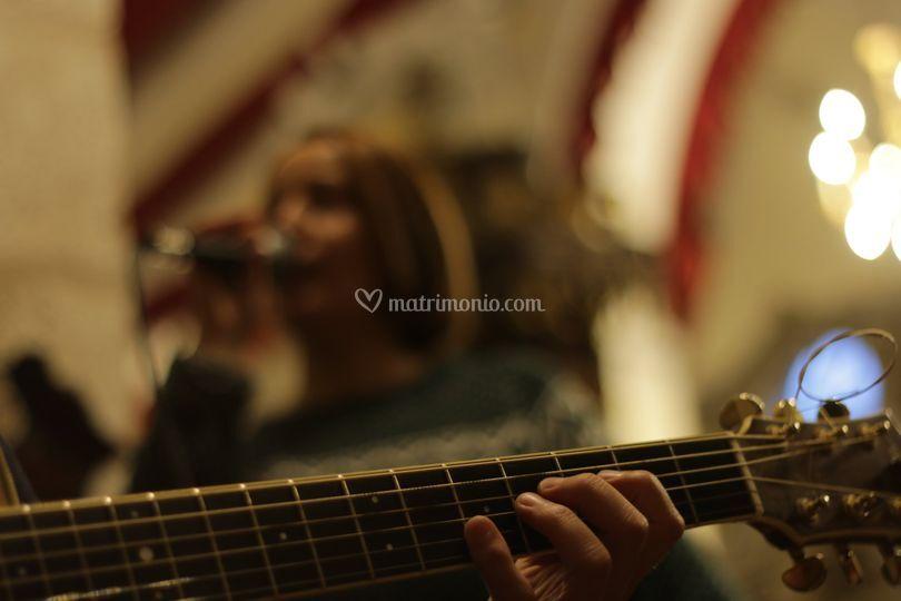 Alla chitarra Adriano