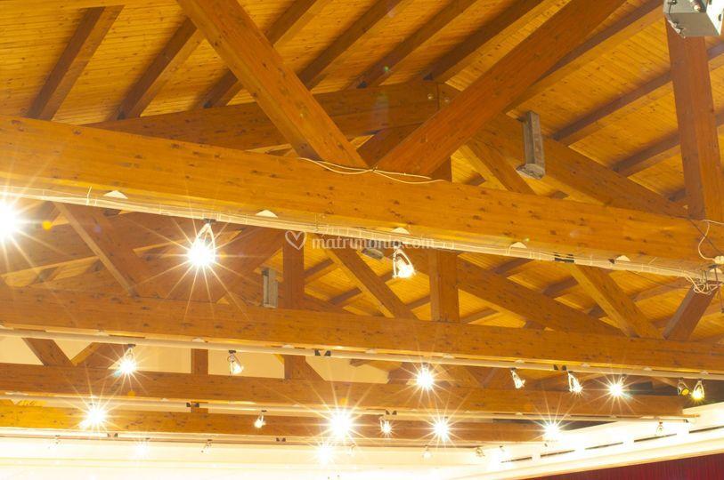 Travi in legno salone grandi eventi