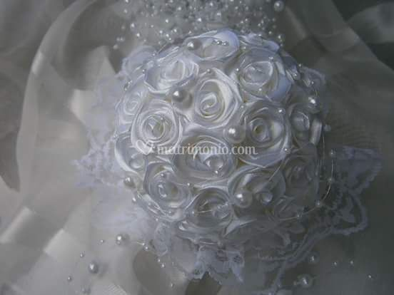 Bouquet bianco con perle