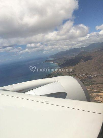 A bordo sorvolando le hawaii