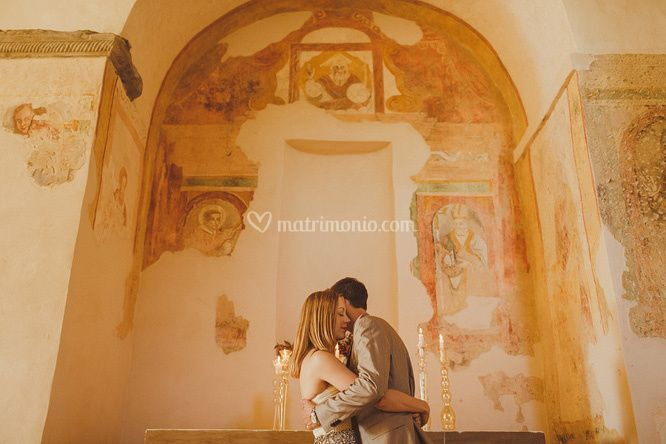 Affreschi ed altare chiesa di Nikis Resort