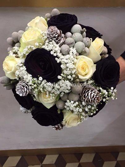 Bouquet invernale con rose ner