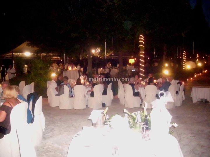 Matrimonio serale all'aperto