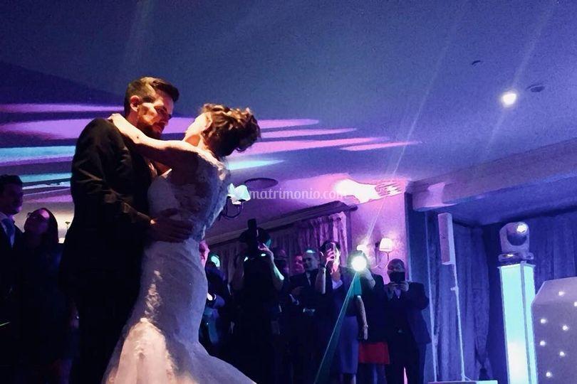 Ballo romantico sposi