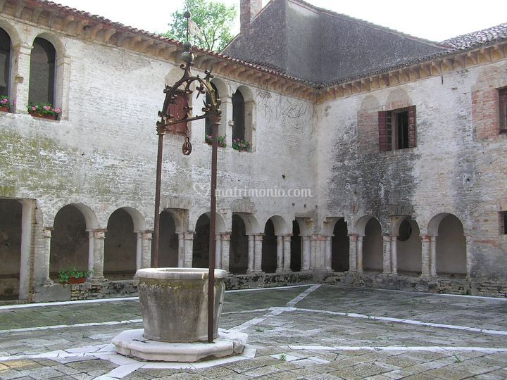 Il chiostro romanico
