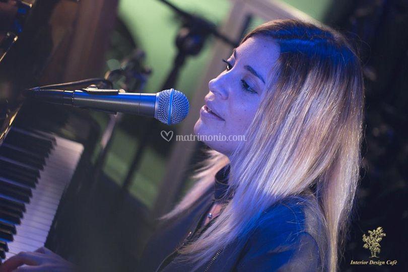 Giulia sing